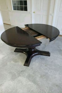 round brown wooden dining table Hagerstown, 21740
