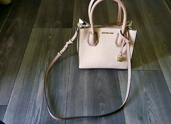 84738558b Used Michael kors medium mercer handbag for sale in Leicester - letgo