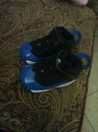 pair of blue-and-black Nike basketball shoes Bakersfield, 93305
