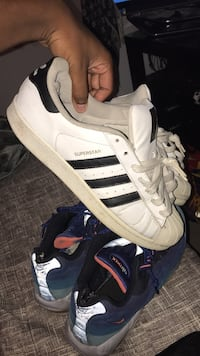Pair of white-and-black adidas superstar Whitby, L1R 2Y4
