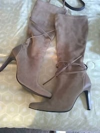 Suede boots camel color size six Bellmawr, 08031