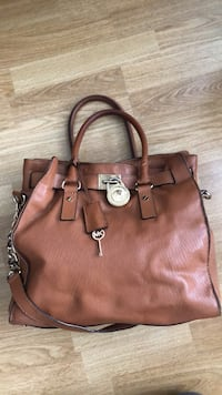 Michael Kors brown leather purse Mississauga, L5J 2Y2
