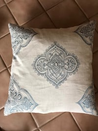 Extra large Morrocan print feather pillow! Lake Stevens, 98258