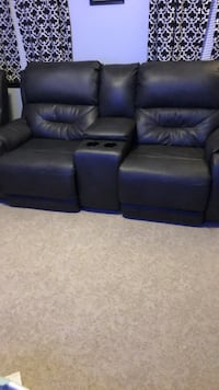 Black leather love seat recliners with cup holders Williamsport, 21795