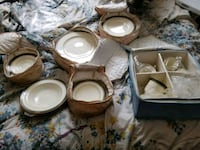 4 place gold lined China set Hagerstown, 21740