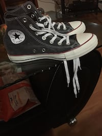 Black converse all star high-top sneakers size  5 uk  I'm a size 8 1/2 and they fit my foot Surrey, V3S 6B1