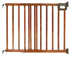 Summer Infant Stylish and Secure Deluxe Wood Stair