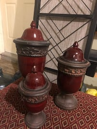 3 DECORATIVE POTTERY URNS North Dumfries, N0B