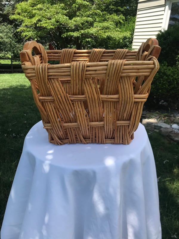 Wicker basket c3aa1bb8-d23c-455d-a1d0-c626d66c2013