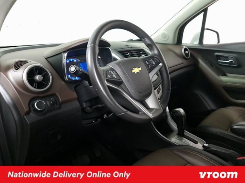 2016 Chevy Chevrolet Trax Summit White hatchback cceac359-85be-4efc-bc31-dc301562a00b