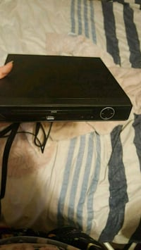 Sylvania DVD player with cords  Kitchener, N2M 1M5