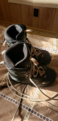 Snowboarding boots size 3 youth  Lancaster, 93535