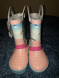 BNWT rubber boots with faux fur