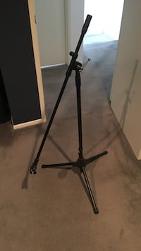 Black microphone stand + mic clip + XLR cable Los Angeles, 91335
