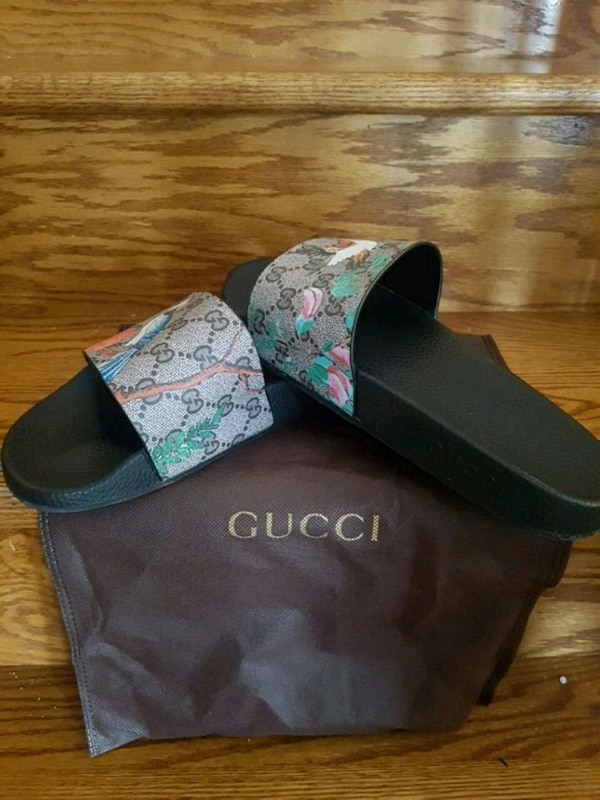pair of black bird print Gucci slide sandals with