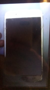 iphone7+ gold screen thin cracks to screen. Good condition  imei not unlocked