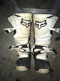 pair of white-and-black snowboard boots Whitby, L1N