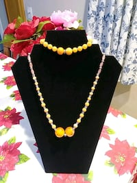 HAND MADE GLASS BEAD NECKLACE