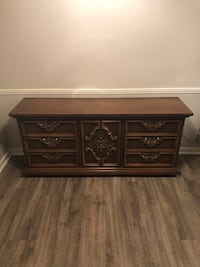 Solid condition 9 drawer dresser 2290 mi
