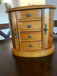 Brown wooden jewelry  chest Fremont, 94555