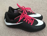 Girls Soccer Cleats Size 1.5 Bowie