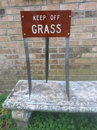 "3-Sided ""KEEP OFF GRASS"" Sign"