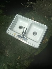 Used sink, no stains, no rust. Tucson, 85710
