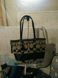Coach purse Akron, 44312