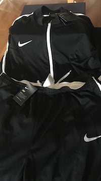 svart Nike full zip jacka och gym shorts Broby, 280 60