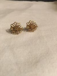 Vintage goldtone earrings  Gaithersburg