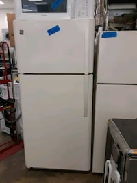 Kenmore top&bottom refrigerator working perfectly