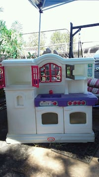 white and purple Little Tikes kitchen playset Houston, 77041