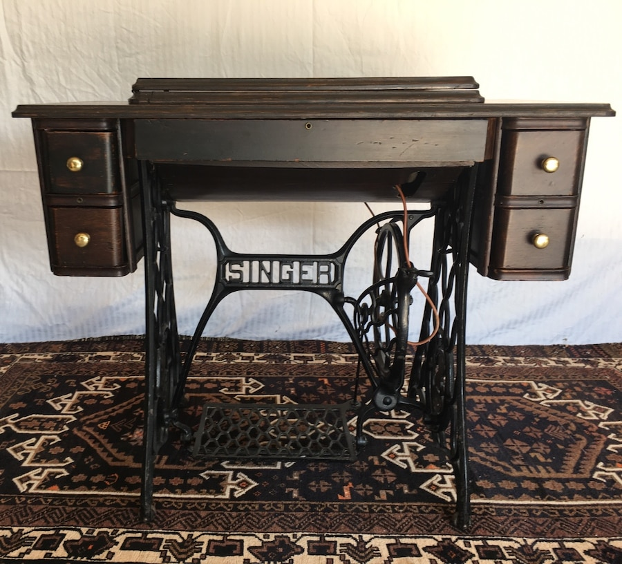 1910 Singer Sewing Machine - United States