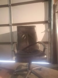 BLACK OFFICE CHAIR GREAT SHAPE MUST SEE