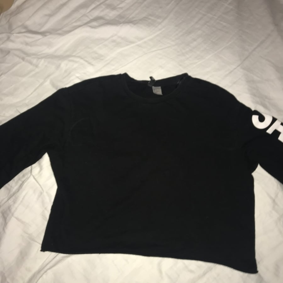 """"""" Saturday """"cropped long sleeve top"""