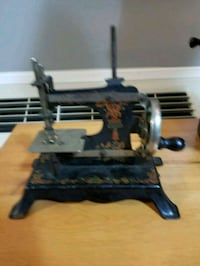 black and gray sewing machine Collingwood, L9Y 3Z1