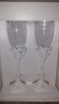 two clear glass candle holders Montréal, H1X 1A6