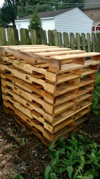 """10 Wood Pallets (36""""x 48"""") delivery possible Itasca"""