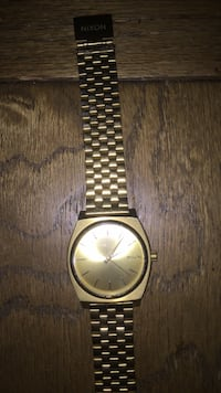 round gold-colored analog watch with link bracelet New York, 10009