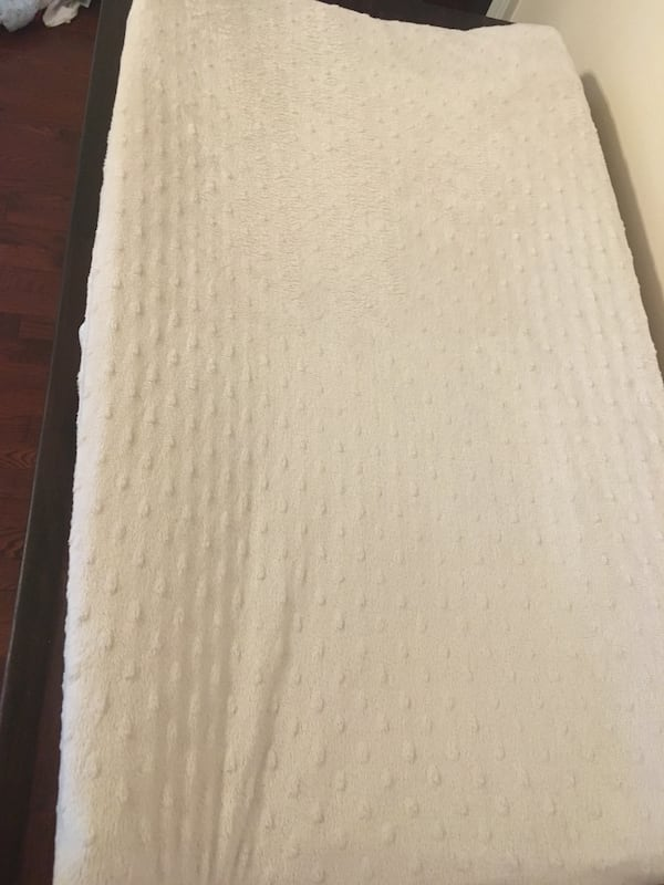 Baby change mat and cover  7c249b8c-de7e-46c9-8985-37abcf877830