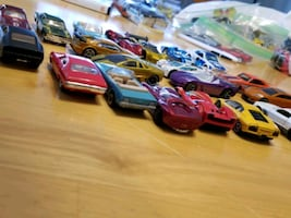 Lot of 20 Hot Wheels toy cars