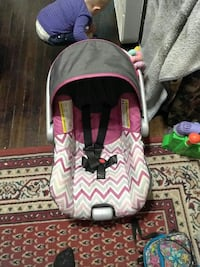 baby's black and white car seat carriere