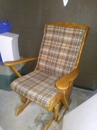 ROCKING CHAIR//FAUTEUIL A BASCULE//25$//CHAISE BER Châteauguay
