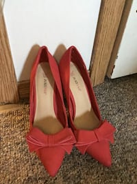 pair of red suede pointed-toe pumps Steinbach, R5G