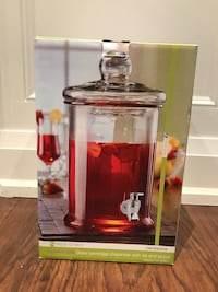Glass Beverage Dispenser with Lid and Spount. Holds 32 Gallons Toronto, M3M 1Z4