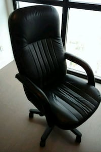 Black leather executive office chair Vaughan, L4K 0G3