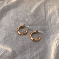 H&M small gold hoops Toronto, M1M 2S1