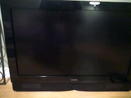 "35"" Vizio Flat Screen with sound bar"