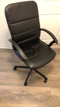 Black leather office rolling armchair 547 km