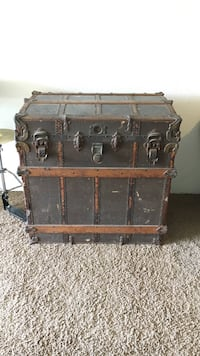 Beautiful Antique steam chest. Passed down from my mother. We have no need for it Corona, 92881